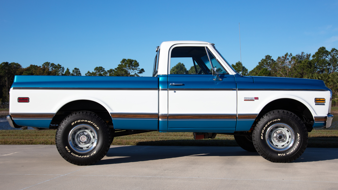 chevrolet cheyenne super  pickup   ton